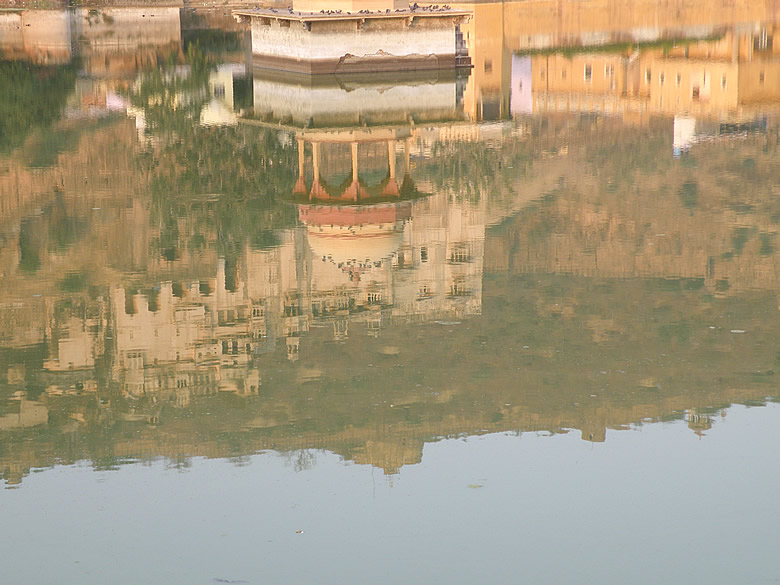 This has only the reflection of Bundi Palace and Bhim Burj (highest point in fort as indicated by a flag).