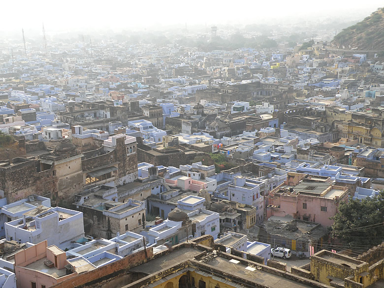 Overview of Bundi town from Chitrashala. Very hazy in morning. Best time to click is 4-5pm.