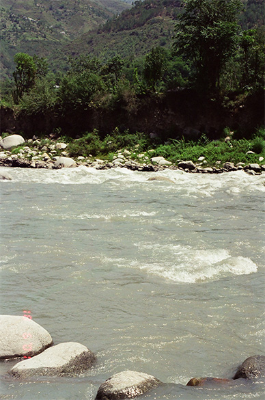 This is the famous Chamba River, so often seen in Subhash Ghai s movies.