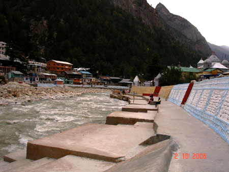 Ghats on the banks of the Bhagirathi where you can have a cold water bath. Believe me, it was cold initially but bathing in the pure waters of the Ganga was a divine experience, so refreshing. Friends we did not do this but if you go to Gangotri keep enou