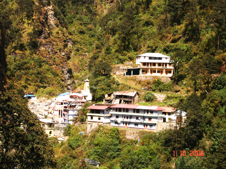 A closer view of the Yamunotri Mandir complex.