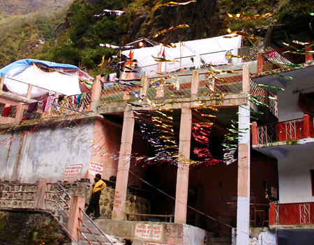 What you see in front is the entrance to the KUND (hot water springs). Above is the temple.
