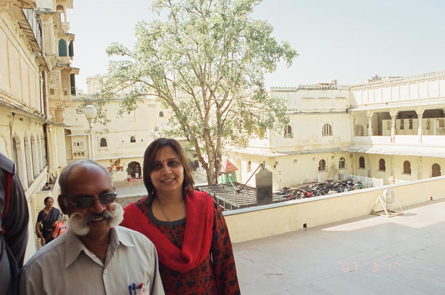 Rajputs are known to have big moustaches. In the city palace we met R C Tanwar who had an enviable moustache. You see a picture of Aparna with him. My moustache is big by Mumbai's standards but still a long way to go for me. In the background you see courtyard of the Museum ka building.