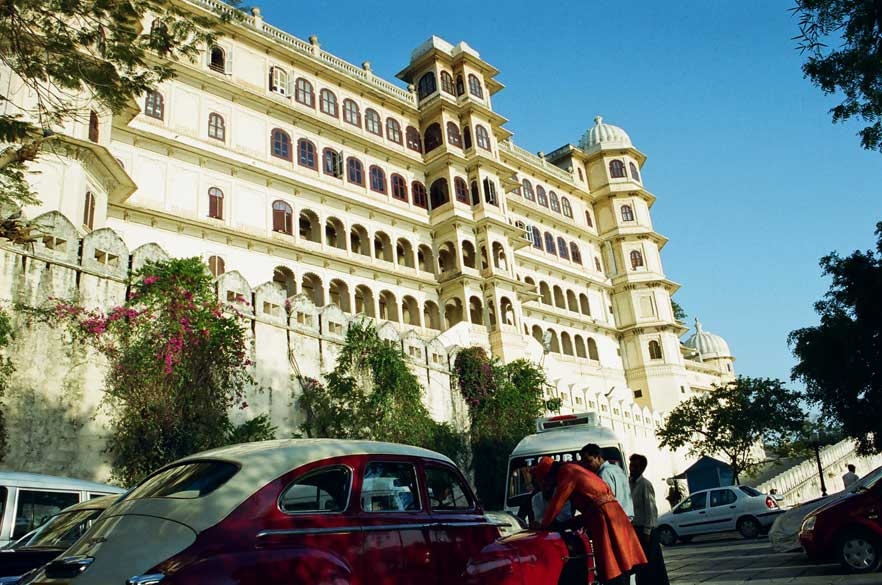 Clicked this picture from the point where guests take boat to Lake Palace Hotel. You see the Fateh Prakash palace hotel. Esp clicked the vintage car to bring to your notice the fact that Udaipur has a great vintage car museum.