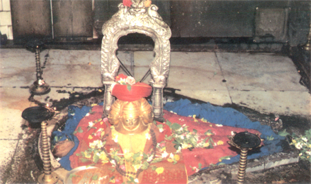 In the western sanctum, surrounded by marble flooring there is a sacred linga. This linga of divine origin is swambhu, is believed to the abode of the Trimurthi ie Lord Brahma, Vishnu & Mahesh. That is what you see.