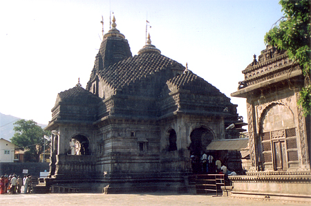 An overview of the Tryambakeshwar mandir. Photography within the complex is not allowed, I clicked this snap in a hurry. What you see is a front view of the temple. It is east facing although today entrance is from the south.
