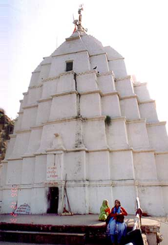 This is the point from where devotees enter Siddheshwar & Manshadevi, Gupteshwar and Dhwajeshwar that are on three levels. Internal staircases are quite difficult to climb.