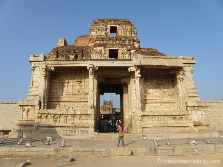 The Krishna Temple was conscerated with an icon of Balakrishna brought from Udayagiri (Orissa) by Krishnadevaraya. The grand eastern gateway that you see is an outstanding eg of Vijayanagara architecture.