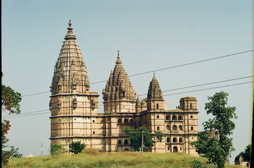 A side view of the temple.  A tall shikhara (spire) rises over the sanctum. This is an amazingly huge structure. The temple was built by Madhukar Shah for his queen Kunwari.