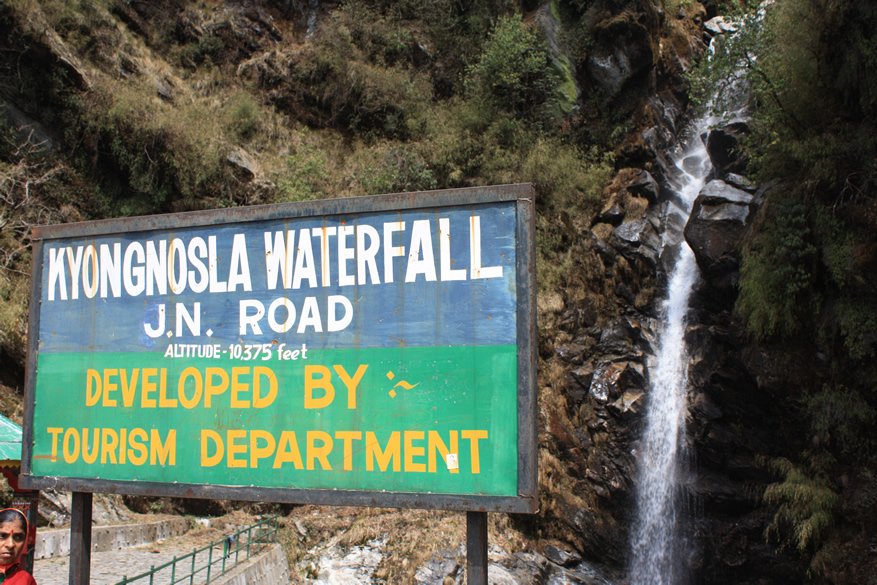 A board that gives you information about the waterfall.