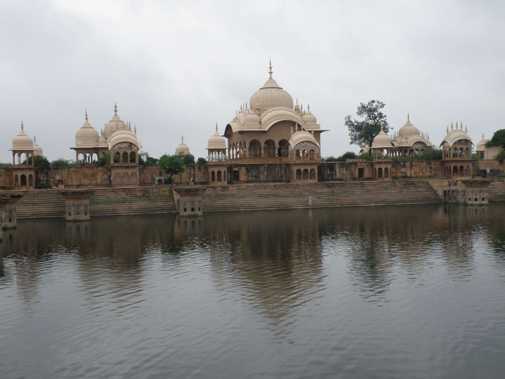 You see Kusum Sarovar. First made by Raja Bir Singh of Orchha in 1619. The structure was improved in 1723 by 