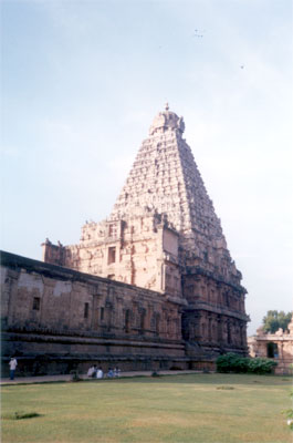 Side view of the plinth and main temple, gives you an ideal of how huge the temple is. The Garbhagriha of the main temple is square with 29.25 m on each side. The ground Tala of the vimana is divided into two bhumis & the vimana soars upto the height of 63.40 metres or app 216 feet with 13 storeys, capped by an octagonal griva (neck) & sikhara whose base slab is said to weigh 80 tons.
