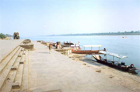 Ghat with Narmada in the background. You can go for a boat ride, very enjoyable. A boat trip in the afternoon takes you to Baneshwar Temple in the middle of the river, and a swim in the Narmada`s cool and unpolluted waters. Baneshwar, according to ancient Hindu texts, is the centre of the universe: the axis, which connects the centre of the earth and the North Polar star, passes through this simple temple!