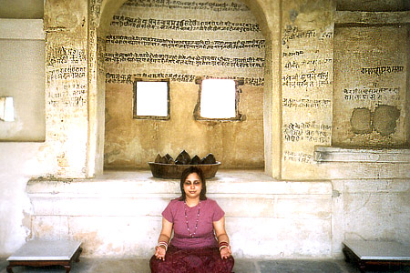 At a level above the Janana Mahal is Ram room. This is where the Maharaja and Rani meditated. You see my rani (queen) ie wife Aparna meditating.