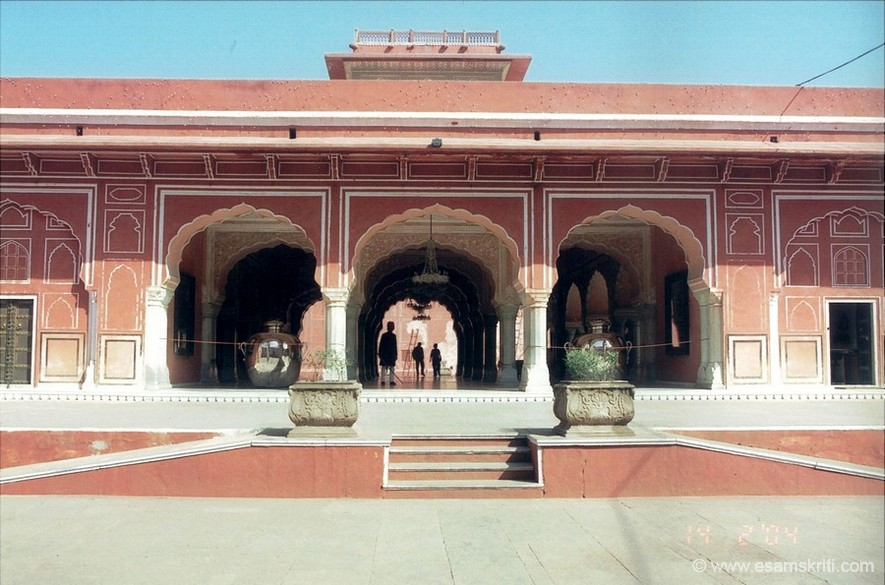 Inside the City Place. It occupies a large area divided into a series of courtyards, gardens and buildings. Jai Singh built the outer wall but other additions are more recent around the 20th century. Note the water urns on each side. You will see a close up later.