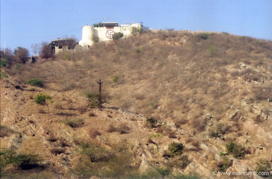 You see the rear side of the Garh Ganesh Mandir, the Swastika sign is clearly visible. It is on the top of a hill and visible from most parts of Jaipur. This mandir actually marks the genesis of Jaipur. When the foundation for Jaipur was laid a pooja was