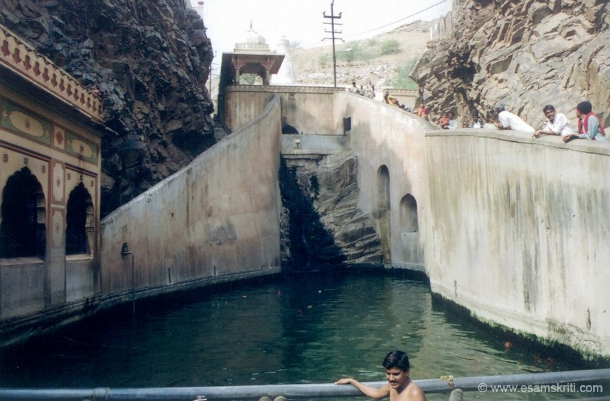 A closer view of the kund with Galtaji mandir in the background (see the white structure at the end). According to tradition Sage Galva performed penance at Galta and many people come to take bath in the holy waters.