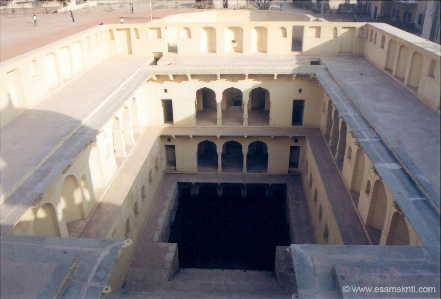 Close to Kanak Bagh is a famous Hanumanji mandir. Next to that is a Well called Bawdi in local language. It is essentially a step well meaning it goes two to four floors underground at the end of which there is a well. Is an e.g. of water harvesting in th