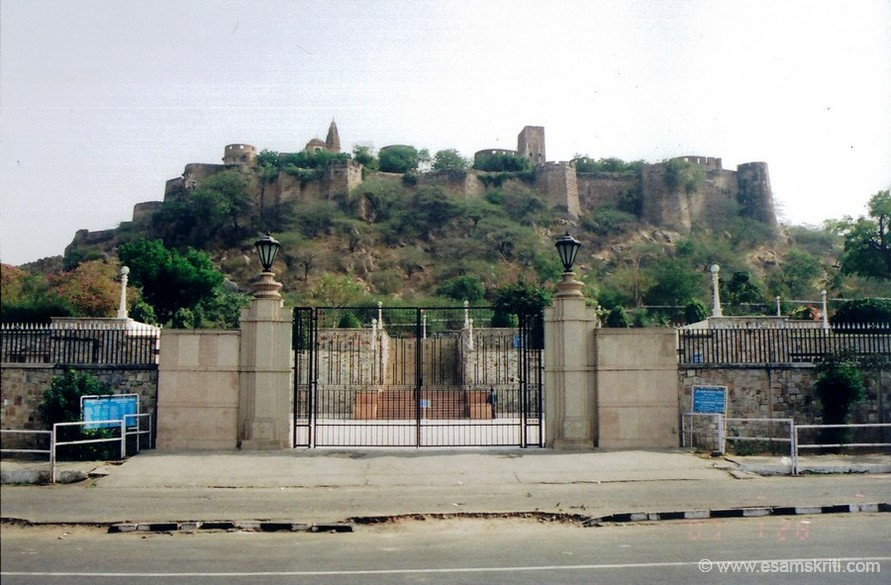 You see the Moti Dungri. In the middle of Jaipur rises a small hill Moti Dungri meaning pearl hill, because it looks like a drop of pearl. An exotic palace is parched which is a replica of Scottish castle once occupied by Maharaja Madho Singh`s son. From