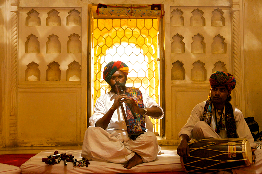 Meheruddin Langa - Algoza Player in Moti Mahal - 3rd Oct_RIFF 09