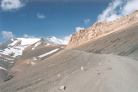 Approaching the highest point on the journey to Leh i.e. Tanglangla Pass. Height is 17,582 feet.