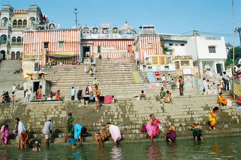 You see Vijaya Nagar Ghat by Sri Krishna Dev Raja (king). There are two other universities in Varanasi. The Mahatma Gandhi Kashi Vidyapith and Sampurnanand Sanskrit University.