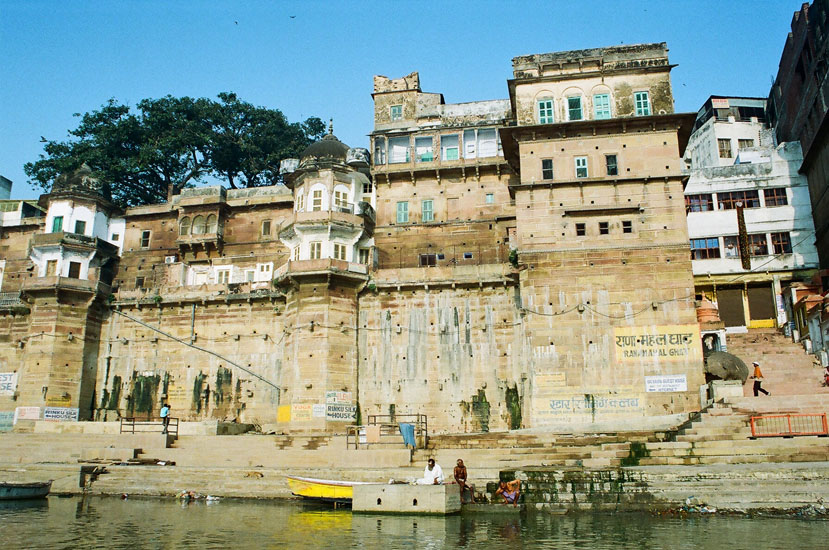 You see Rana Mahal Ghat by Rana Pratap of Mewar Rajasthan. Visit the Sankat Mochan (Hanumanji) Mandir and Durga Kunda.