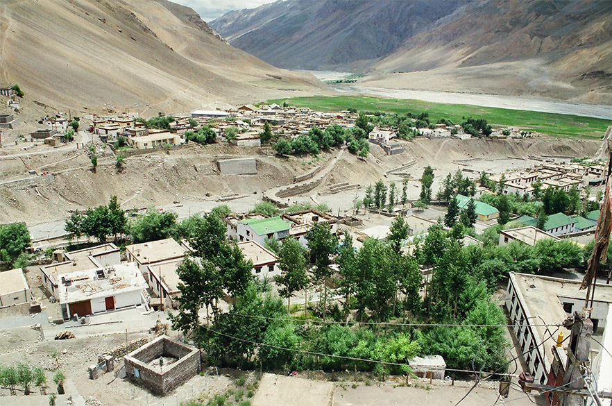 Welcome to Kaza the big town of Spiti Valley. Spiti means middle country, a name given as a result of its ties with Indian and Tibet. An overview of Kaza town from a Shiv temple, 3600 metres