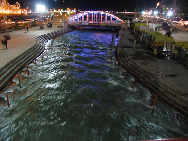 You see the holy river swell at Har-ki-Pauri. Har-ki-Pauri is also known as Brahmakund.