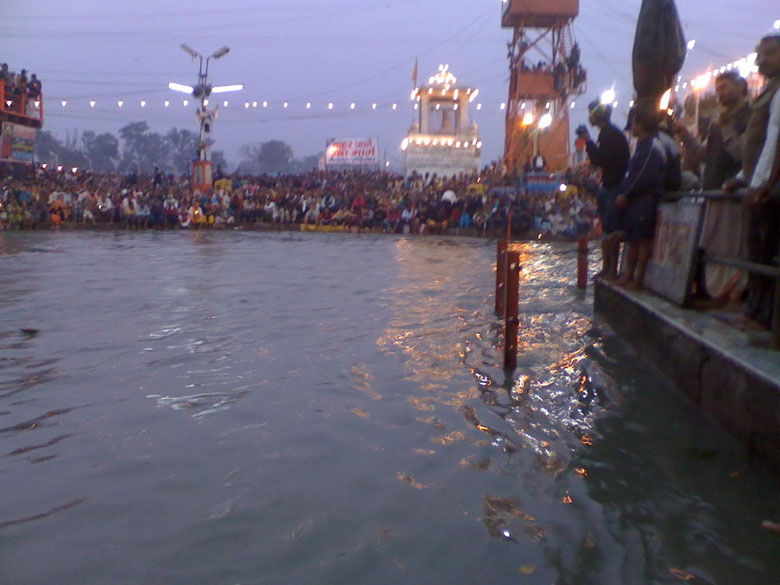 Devotees waiting for the Ganga Aarti to start.