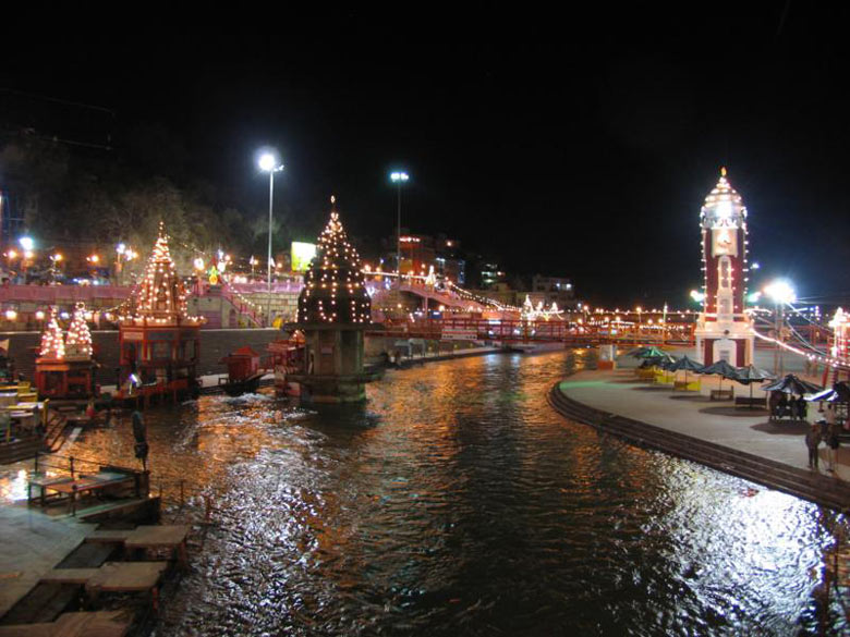 You see a fully lit up Har-ki-Pauri. Looks beautiful and serene, imbued with stillness of the timeless dimensions.