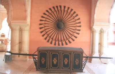 Inside the palace you see a palanquin.