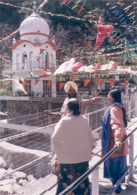 Welcome to Manikaran meaning 'Jewel from the Ear' in Sanskrit. Besides the Sri Guru Nanak Gurudwara there is the Raghunath and Rama Temples. A view of the Gurudwara.