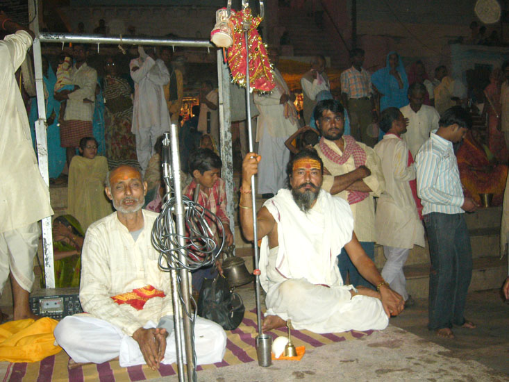 We got off at the point where in the evening Mandakini Aarti is performed and saw these two learned men. Not sure if both or one of them organized the aarti. There is an icon of Tuslidasji at this point.