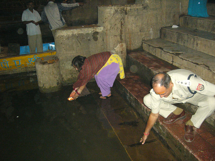 Placing a Deep in the river Mandakini.