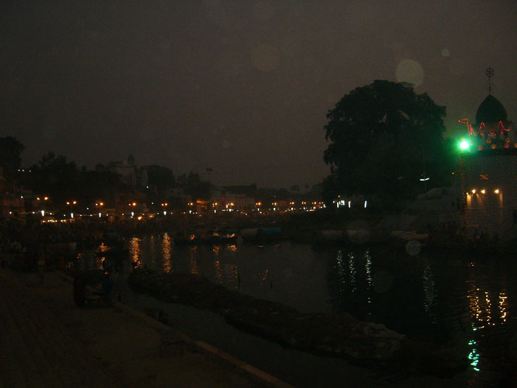 You see Ram Ghat by night. There is something special about Ramghat and its environs. We felt very good and happy as if we had achieved something by coming to a place of great religious significance.