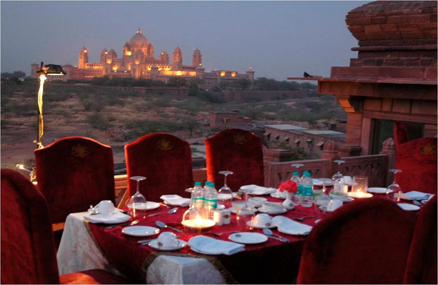 Cocktail Dinner overlooking Umaid Bhawan Palace, Jodhpur. To read Travelogue <a href=http://www.esamskriti.com/essay-chapters/Blend-with-the-myriad-colors-of-Indian-culture-and-traditions-onboard-a-luxury-train-1.aspx> click here</a>
