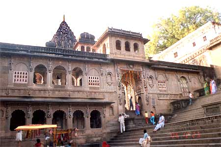 Entrance to the Ahileshwar mandir, opposite is the Vithaleshwara mandir.