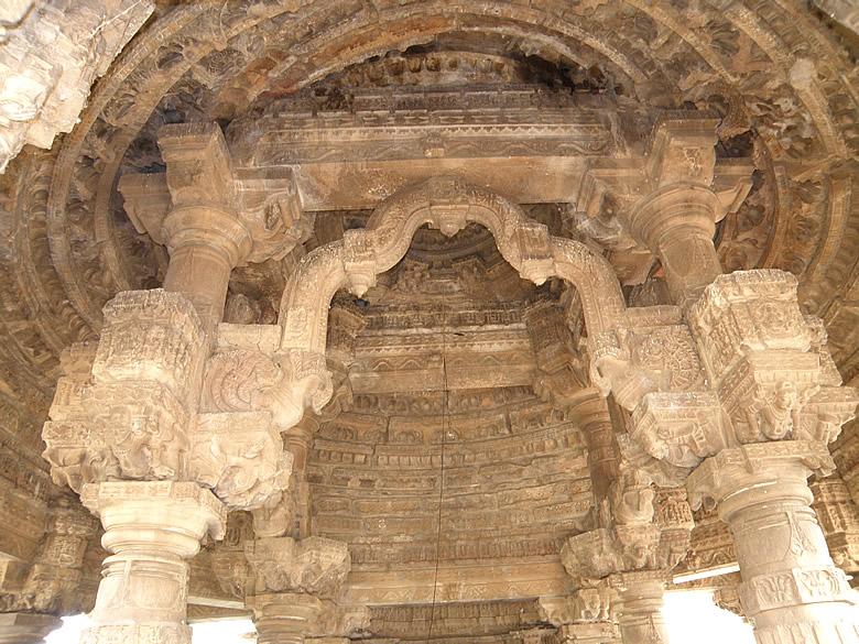 Toran design inside the Undeshwar temple.