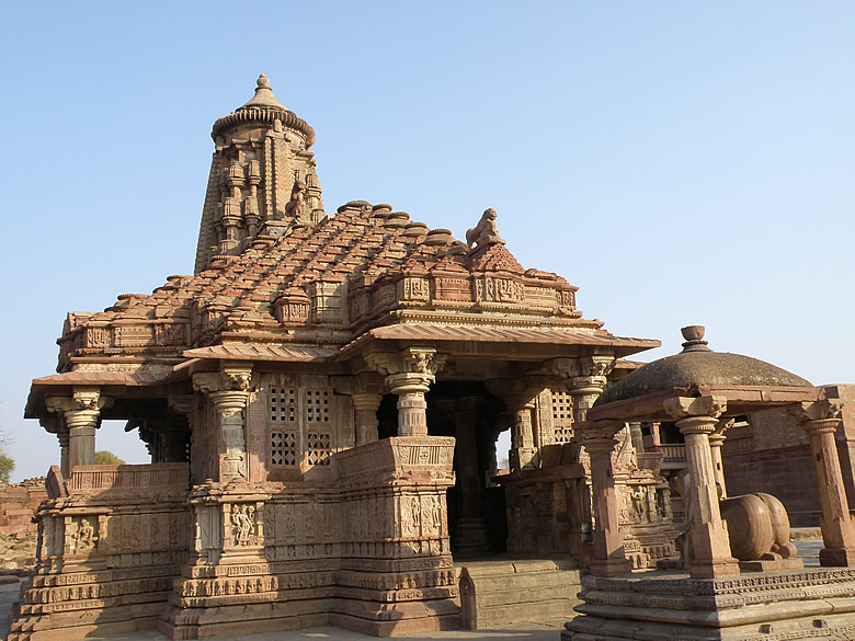 A close up of the main temple dedicated to Lord Shiva. You see Nandi in front of the temple.Very good intricate work.