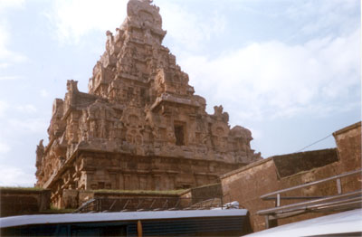 A side view of the same gopuram. The entire structure is in stone, how did they sculpt such a huge stone piece.