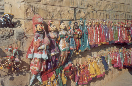 Kathputlis for sale outside Gadsisar Lake.