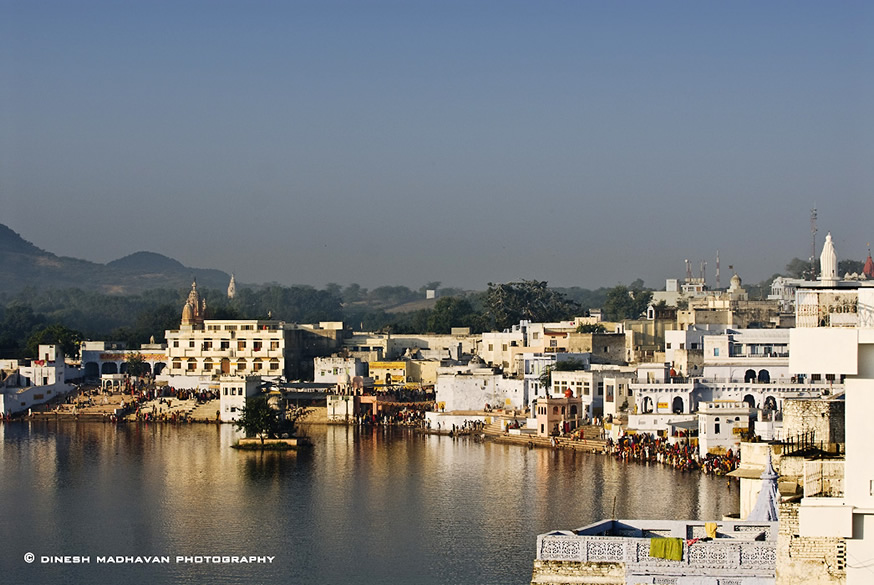 The ghat, where pilgrims comes to offer their prayers during Kartik Poornima. The Pushkar lake is one of the most holy spots. It is said that a single dip in the waters of lake on Kartika Poornima is same as performing yagnas for several hundred years.