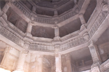 Part of the five storeyed structure clicked from the well i.e. lowermost point. Note the pillars and how they support the entire structure.