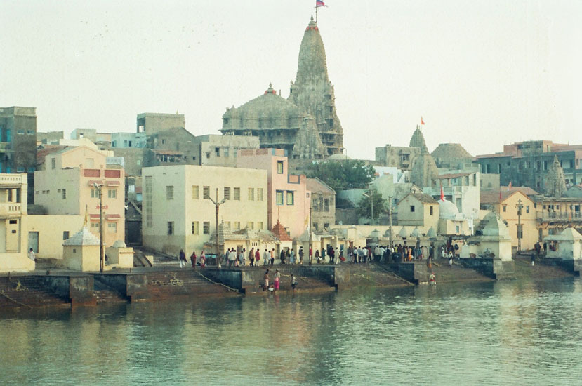 This is the Gomti ghat with the Dwarkadish Temple in the background. Devotees have a bath at dawn before doing darshan at the temple so also viewers are shown this picture before the others. The temple like most others is on the banks of a river in this case Gomti.