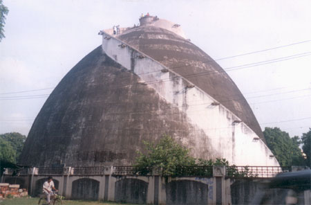 Golghar Patna is the state granary built by the British. It continues to be used as a granary. By climbing up on to the top of the granary you gets a bird s eyes view of the city.