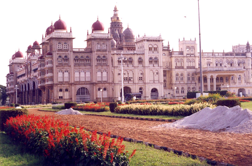 A side view of the palace.