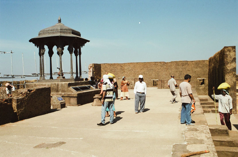 Raj Darbar point. The Chhabutar was inaguarated by Indian President Zail Singh in 1985.