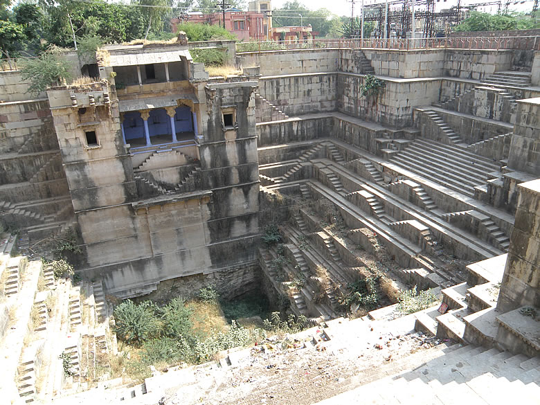 You see Dhabaigka Kund (water body). It is going to be renovated shortly. This kund built between 1821-1889 - 51 feet deep period of Rao Raja Ram Singh. Has palatial room in centre and two Chatris also.
