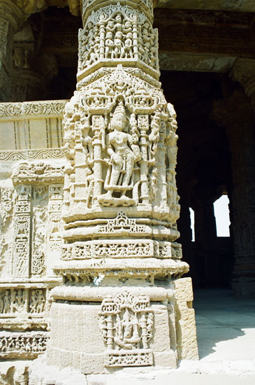 What you see is carvings on a column at one of the four entrances to the Sabhamandapa.